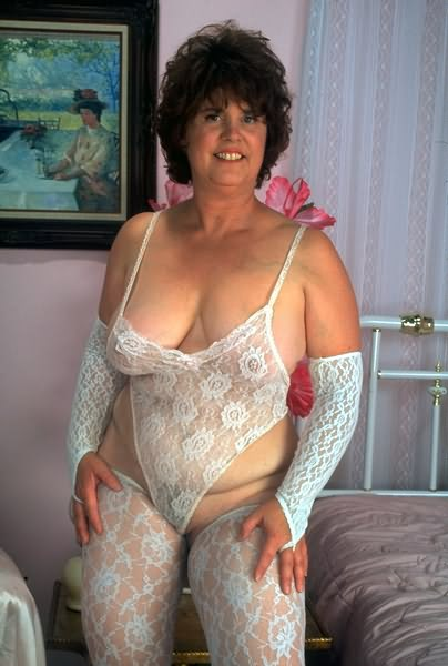 Bbw brunette mama in hot white lingerie posingp08